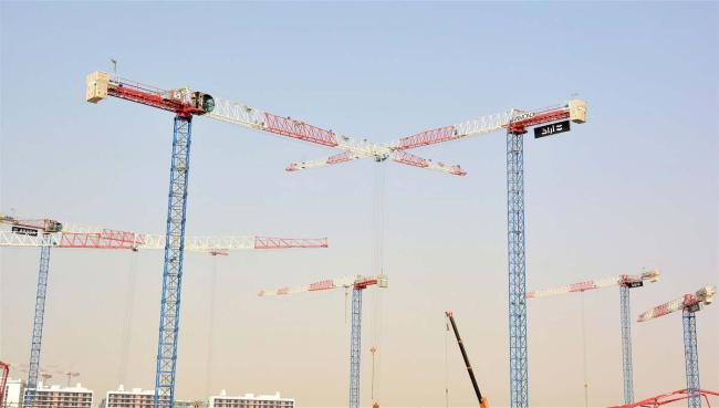 Raimondi Middle East installa undici gru a torre flat-t.