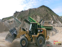 Video: Cat 972K e Volvo L180F al lavoro