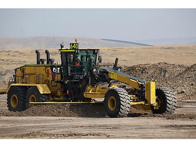 Il nuovo motor grader CAT® 24 migliora le prestazioni,.