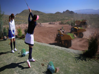 Video: Caterpillar ed il primo campo da golf su ruote