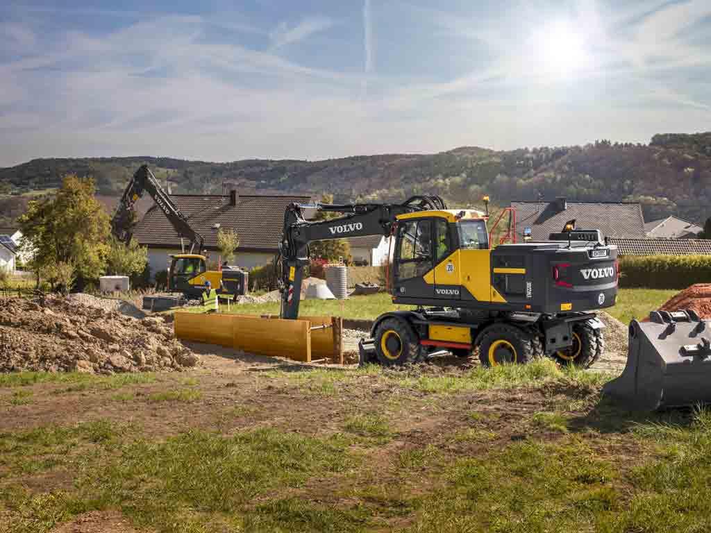 escavatore gommato Da757492-6d31-4e1e-b294-595c7f51a542
